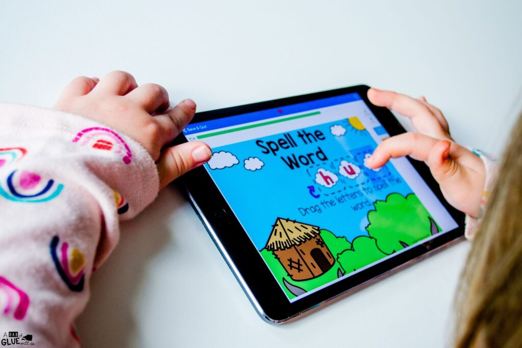 Spelling out hut using digital activities