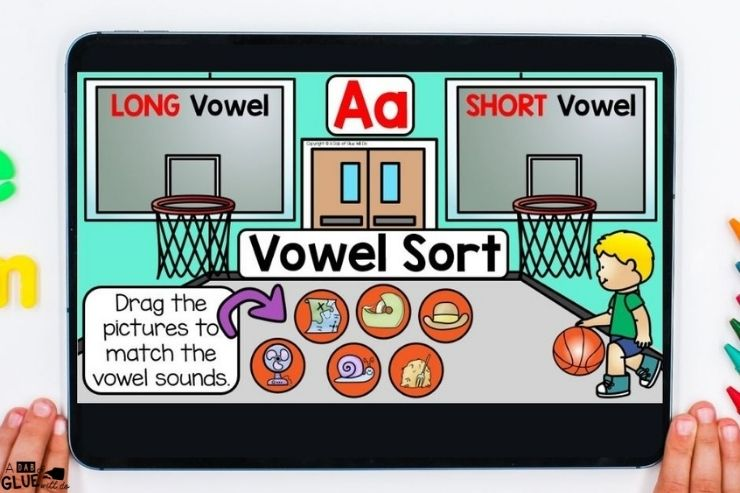 Sorting vowels with these digital games for first grade.